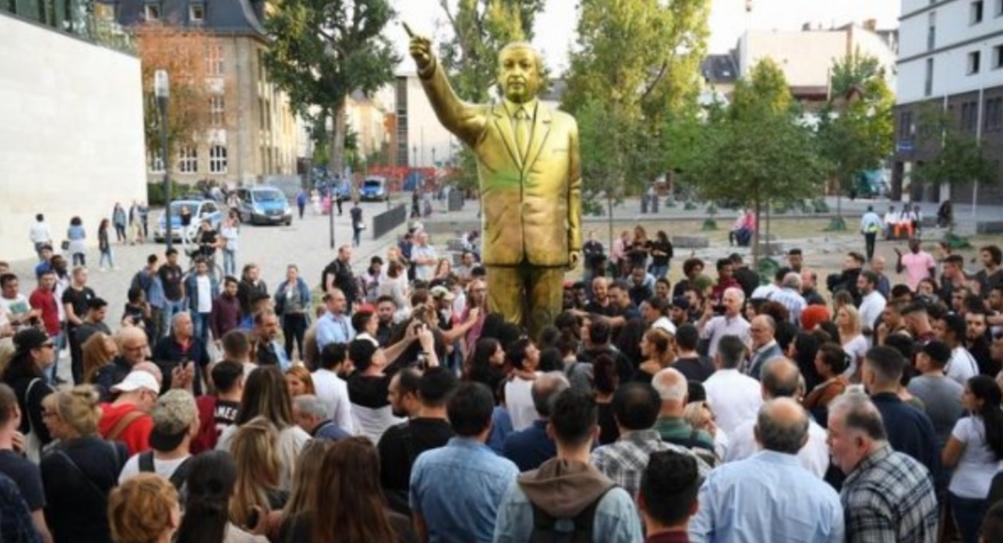 Erdoğan'ın Almanya Wiesbaden'deki heykeli kaldırıldı