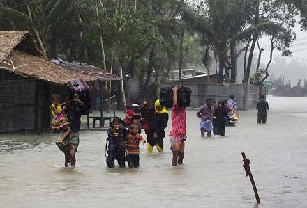 Bangladeş'de Kasırga Çok Sayida Ölü ve Yarali var..!